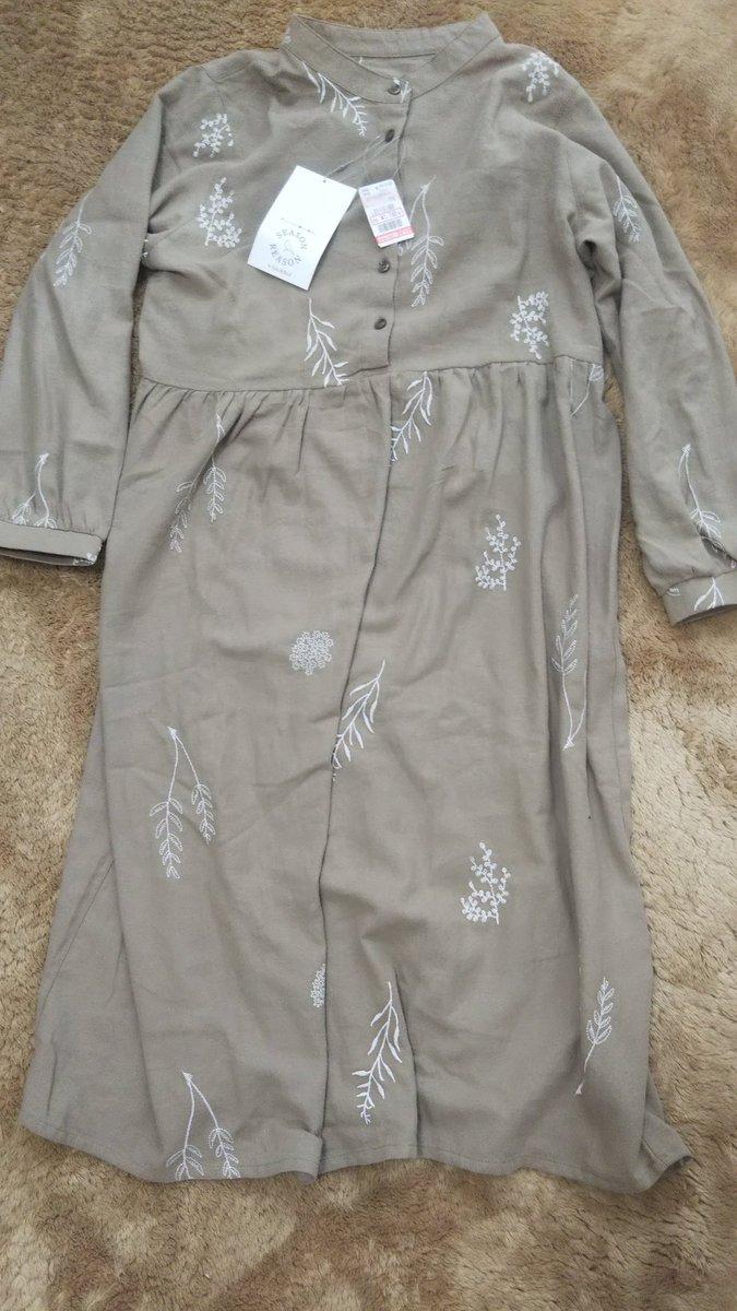 しまむら&リンネルコラボのワンピースを購入😊優しい色合いが素敵で、最近ハマってます✨薄手なので、冬はニットカーディガンを羽織って✨春は一枚で着れそう😍刺繍が可愛い‼️各1,790円+税#しまむら #しまパト #シーズンリーズン #プチプラ