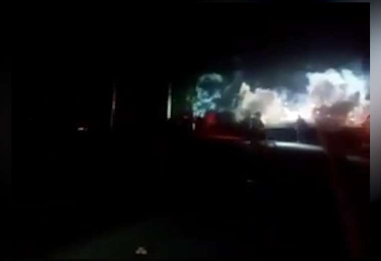 Enfrentamientos entre policías y manifestantes para levantar bloqueos en Limón | https://t.co/pAdUD2aZGU https://t.co/9Gkdj212y9