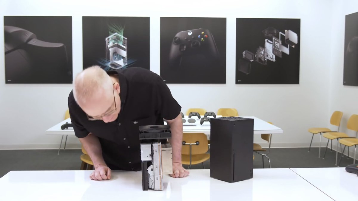 After watching the PS5 tear down I went back to watch the Series X tear down.   The difference is quite staggering lol https://t.co/MuJcuGBIEr