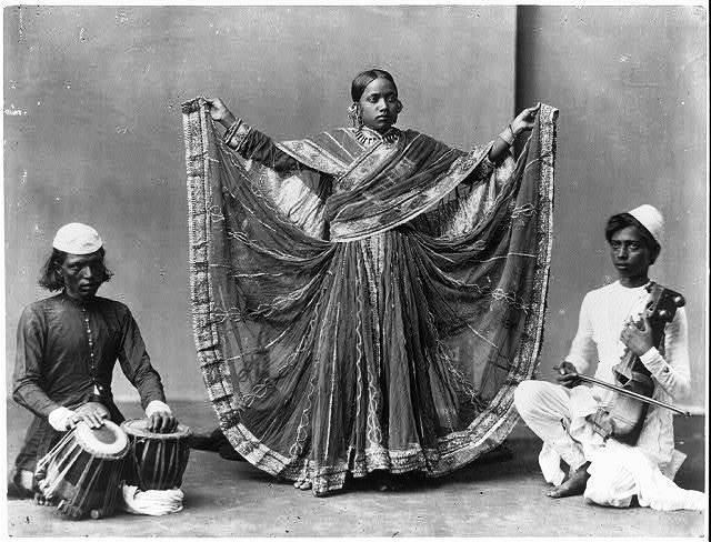 120 years old photo of a dancing girl of #Kolkata in West Bengal was taken in 1900 AD. https://t.co/D7gLIpKlXO