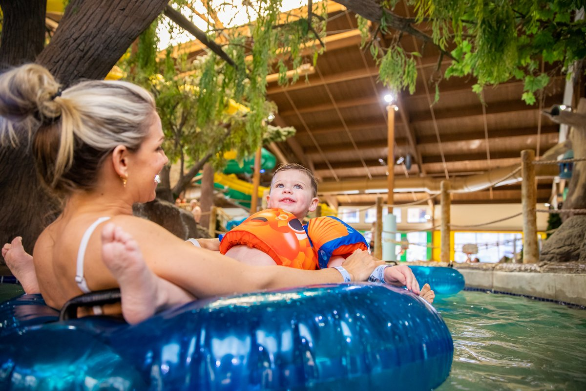 Want to come play just for the day? We've just launched a Daycation package, which gives you a suite from 3-11 pm and 4 waterpark passes. Sun-Thurs only. Book here: https://t.co/xwDq91fz3E https://t.co/Fh0d2G0cTr