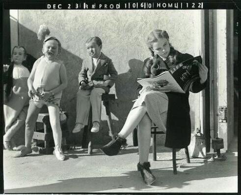 Bored Dorothy and Munchkins behind the scenes of The Wizard of Oz, 1939
