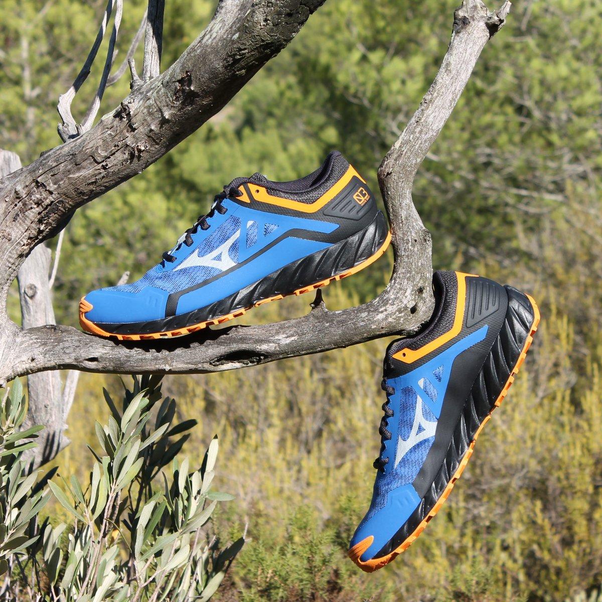 Conquista la naturaleza con la nueva Wave Ibuki 3 ⛰   Una zapatilla muy versátil que te ofrece una combinación perfecta de amortiguación y agarre, ideal para los que se inician en el #trailrunning   #Mizuno #MizunoTrailRunning #WaveIbuki3 #ReachBeyond https://t.co/ljoV8HSmwX