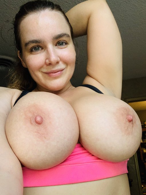 Do you guys like my post-workout titties? 👍 or 👎? #boobs https://t.co/UunB71h5iT