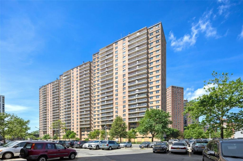 448 Neptune Avenue #20D, Brighton Beach, NY 11224   For Sale $469000 Trump Village Corner lot apartment with amazing panoramic views from both the bedrooms and balcony. featuring 2 bedrooms, 2 bathrooms, 2 huge walk in closets, low maintenance fees,… https://t.co/cW0zWwFHx7 https://t.co/ONS1B14i77