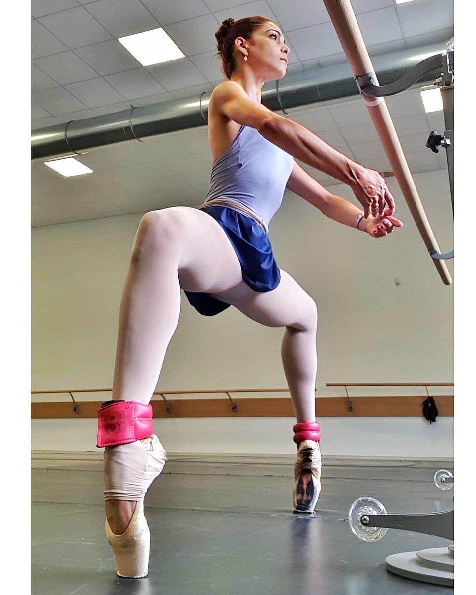 @marlenfuerte  Tough times never last, but tough people do 💙 #marlenfuerte #photooftheday #ballet #turnout #danceroutine ❤️🌹💪🌹❤️ https://t.co/RWUnIDkanF