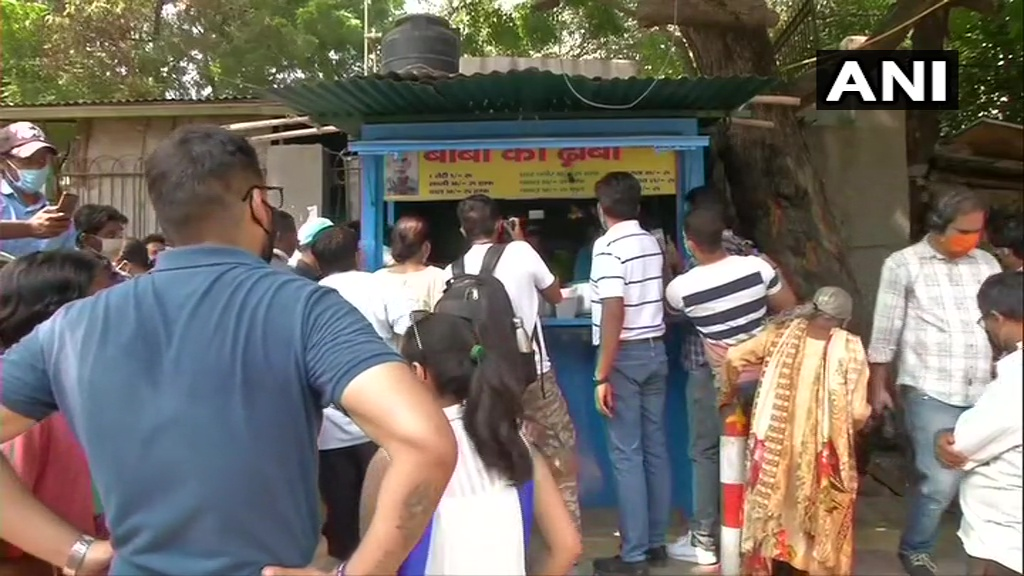 "Delhi: People queue up at #BabaKaDhabha in Malviya Nagar after video of the octogenarian owner couple went viral on social media.  ""There was no sale during COVID19 lockdown but now it feels like whole India is with us,"" says owner Kanta Prasad, who's running the stall since 1990 https://t.co/Tper7CUVSp"