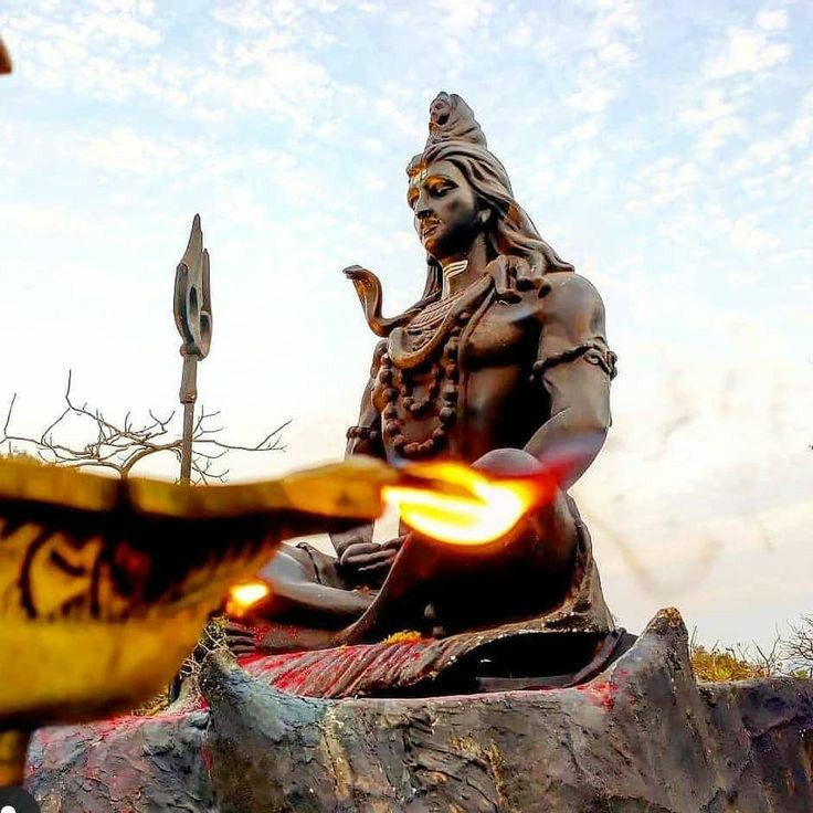 What kind of #God is He who does not have a crown, has no ornaments, no clothes at all, has adornment of ashes in monastic attire and has fire dancing in His third eye #JaiMAHAKAAL #OmNamahShivay #HarHarMahadev #Devotional #SPIRITUAL #spiritualawakening #Devotion #mahakal #SHIVA https://t.co/FarzIQFit2