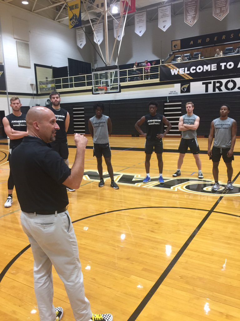 Thanks to @drtimmcknight for taking time to talk to our guys yesterday before practice. 1. Living out the Gospel 2. Worship together, can't do it alone 3. Phalanx formation: shoulder to shoulder, 1 step at a time, if one person breaks formation the whole thing falls apart! https://t.co/VvBq1AZOdb