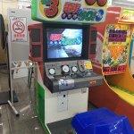 Image for the Tweet beginning: 新館で懐かしの電車運転シミュレーションゲーム「#電車でGO!3通勤編」が稼働中です!