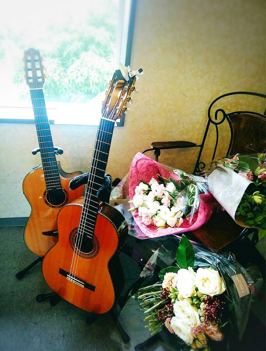 今日はわれらメオトエビバデの節目の結婚記念日だったっすエレカシとギターがあれば家庭は円満か?円満なのか?ま、これからもヨロシクっす💐