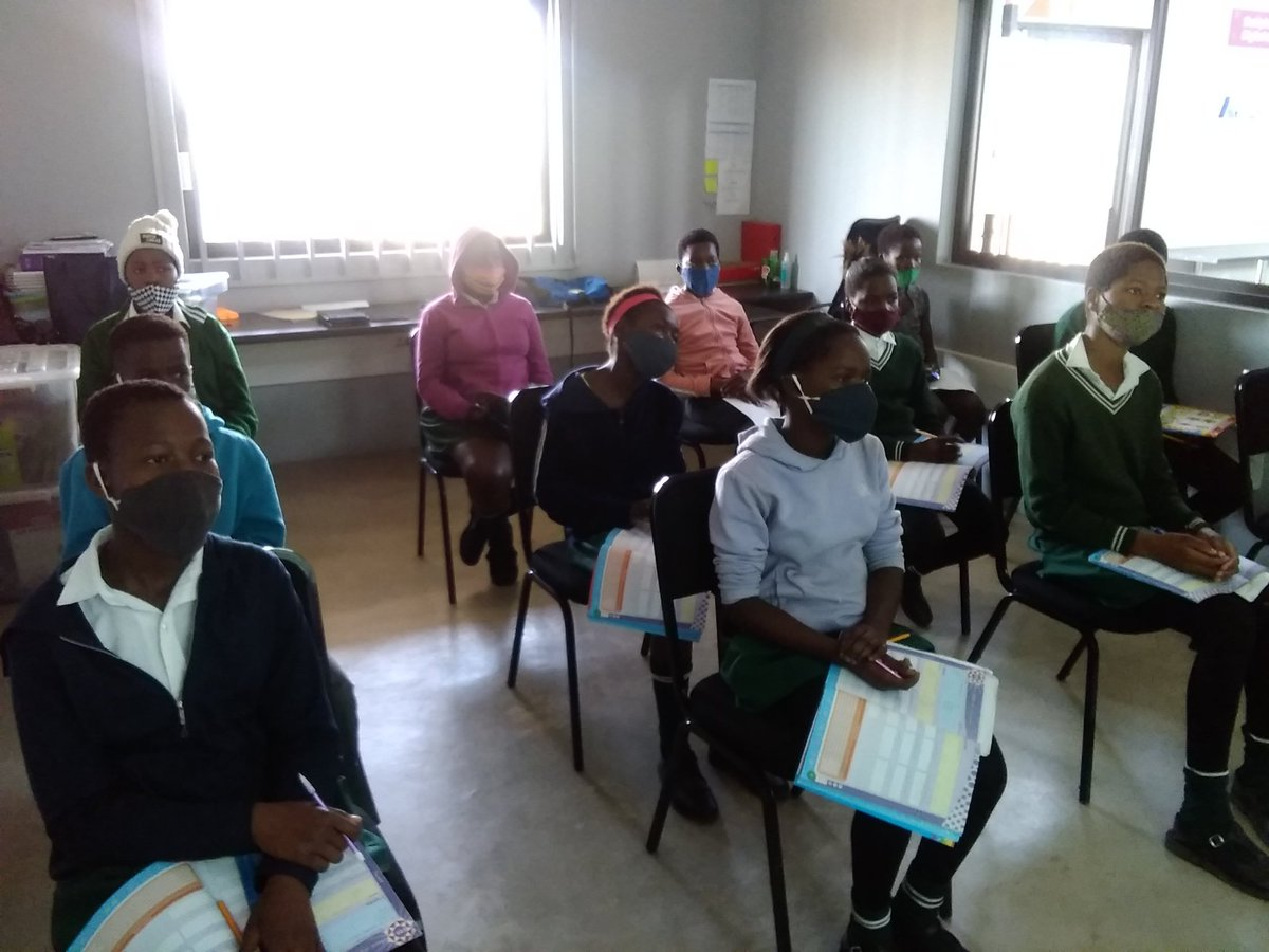 #ReimagineEducation @GwfOnline the grade 7 learners practicing math @DumphriesDLC #Learningisfun https://t.co/A7Zb3Dm6vn