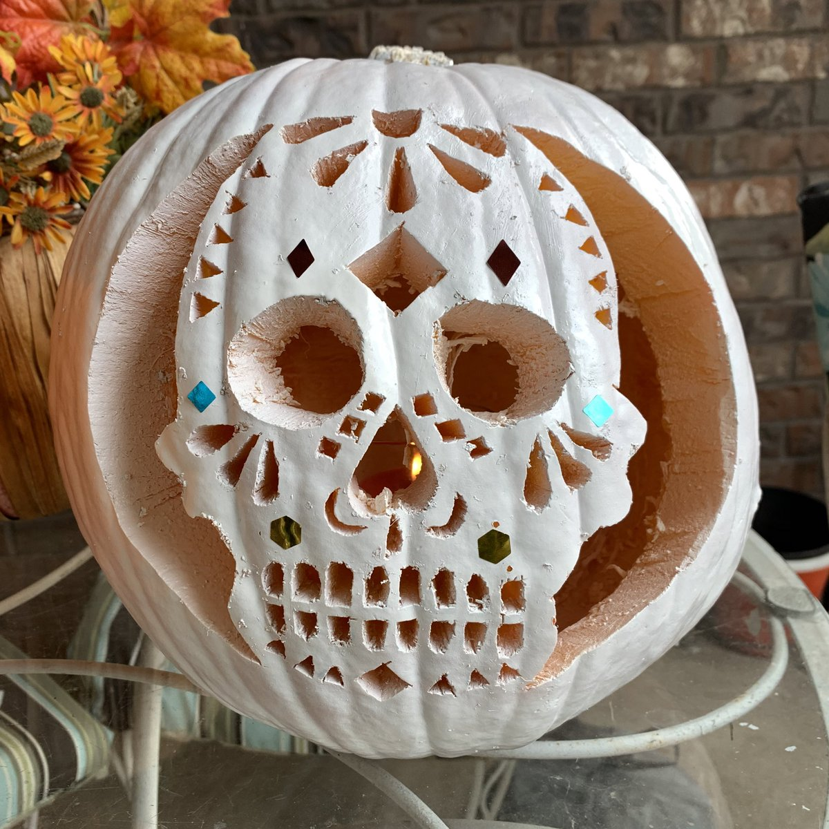 Dia de los Muertos inspired painted jack-o-lantern. Try creating your own painted pumpkin carving this Halloween.   More ideas here: https://t.co/03uA4dzE9v  #pumkincarving #jackolantern #ExploreLifeToday #halloween2020 #halloweencrafts #Halloween #HalloweenArt #spooky https://t.co/HTWcqTq42i