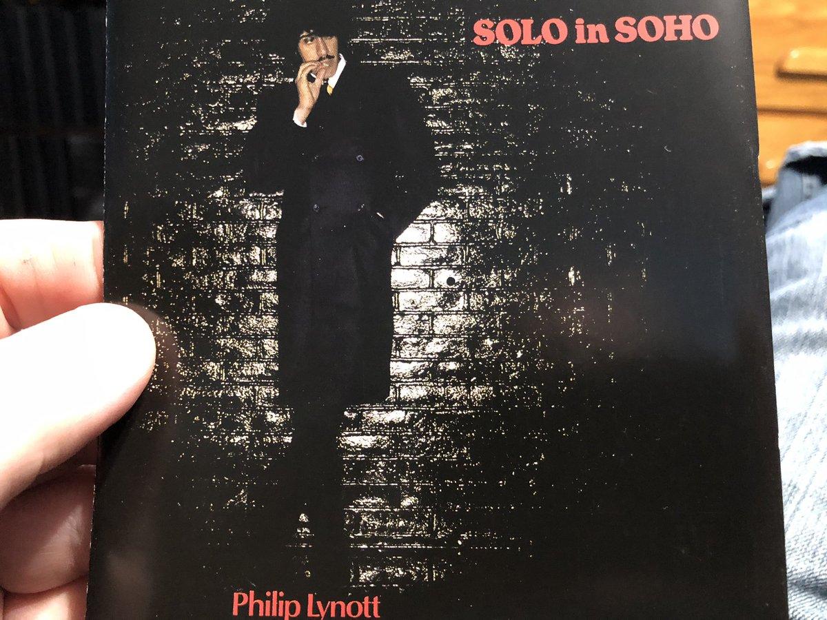 """#NowPlaying🎶 #PhilLynott  Phil Lynott - """"Solo In Soho"""" (1980)👍❤️ https://t.co/Bd82Z1wVEW"""