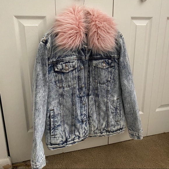 So good I had to share! Check out all the items I'm loving on @Poshmarkapp #poshmark #fashion #style #shopmycloset #juicycouture #underarmour #cozyphones: https://t.co/kcMtjqFXfh https://t.co/vBSi07W1qv