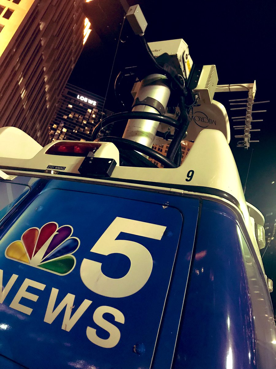 #ToolsOfTheTrade Beautiful evening in #Chicago for a live shot. https://t.co/uwowaDMzBp