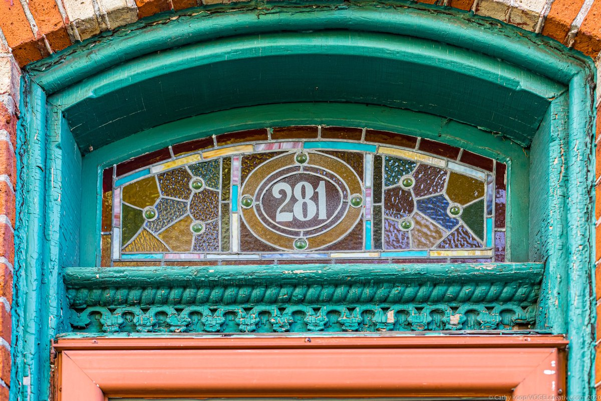 Shooting century homes in Hamilton never disappoints. Love this transom.   Shot for @vogelcreative and @elizabethparkerrealtor  #hamont #hamiltonrealtor #hamiltonrealestate #centuryhome #transomwindow #stainedglass #beasleyneighbourhood #realestatephotography https://t.co/HXmmXSh3S8