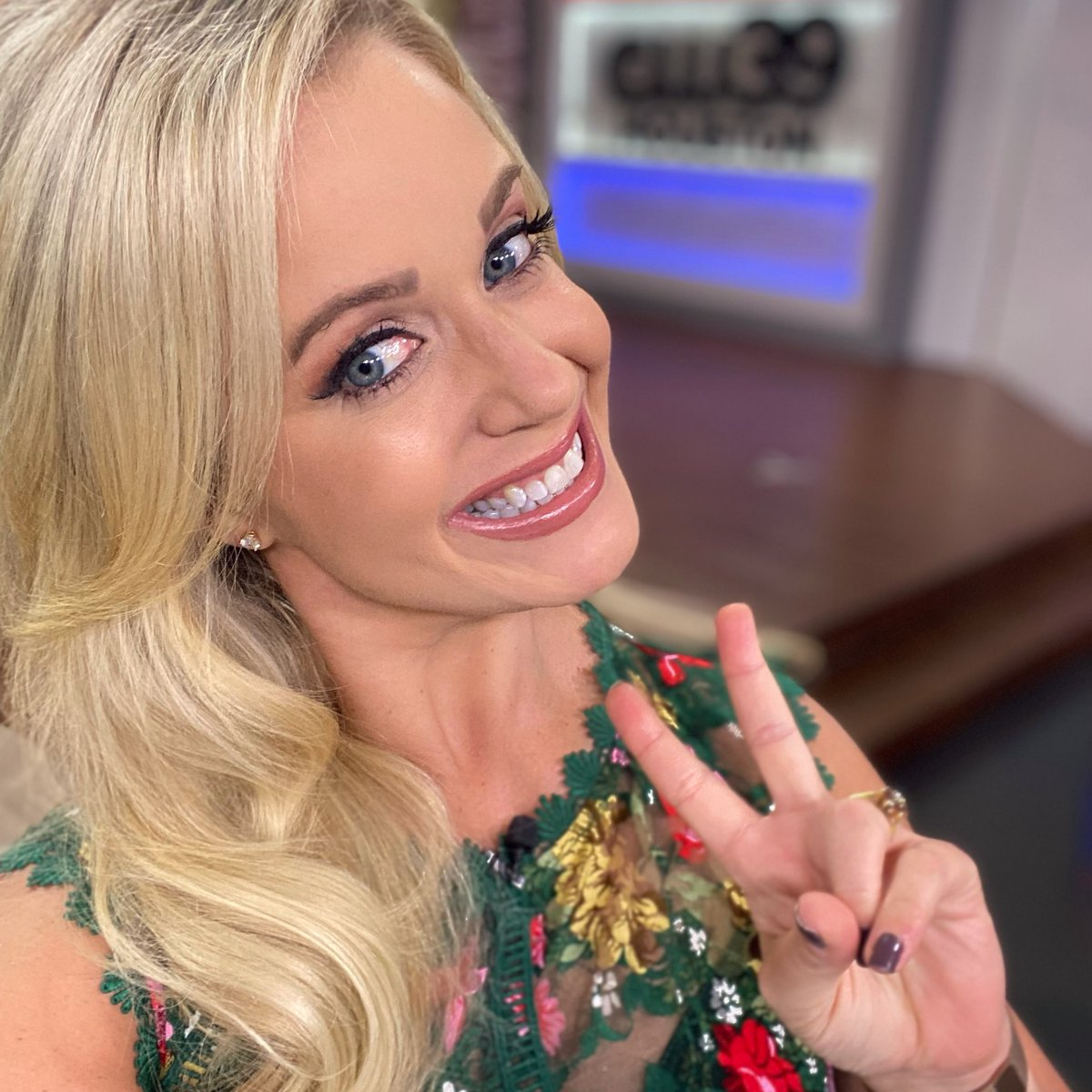 ‼️BREAKING NEWS... I'm officially on vacation for a week! 💁🏼♀️ Out of office is on, time to unplug 🔌 & have some fun in the ☀️!   See you next Wednesday on @cw39houston. Don't miss me too much! 😉  #wheresmaggie #vacay #vacationmode #outofoffice #peaceout https://t.co/XhPP3PP1Ie