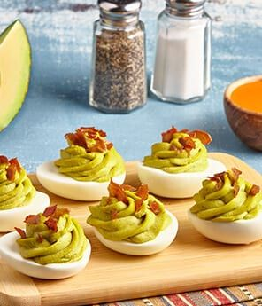 A14: Avocado stuffed deviled eggs are always a huge hit & they are so easy to make. Specially since I always have hard boiled eggs in my fridge > https://t.co/wTx0wapUv0 #gno #GuacTheHouse #GuacFromMexico #ad https://t.co/BlCKPDjjdq