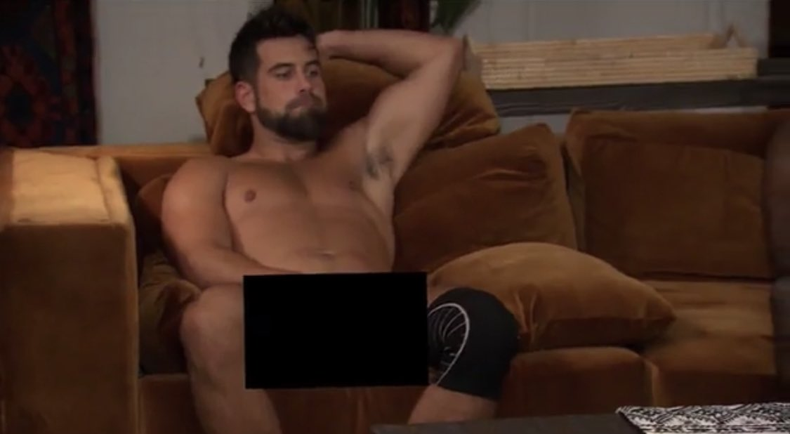 WHY ARE THEY NOT GETTING DRESSED? #TheBachelorette https://t.co/lnpmxrVhuK