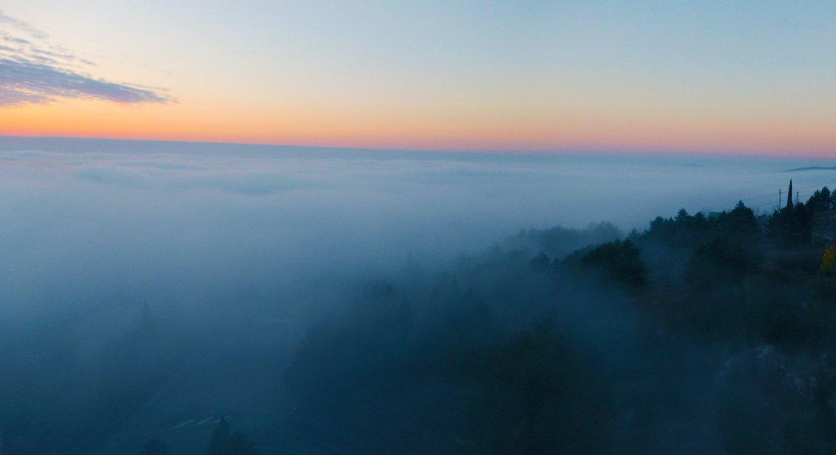 Morning above the clouds  #Kausani #Ooty #coorg #nainital #mussoorie #manali #shimla #munnar #kodaikanal #auli #chopta #binsar #thekkday #ActualJourney https://t.co/ZIHXLyGlNj