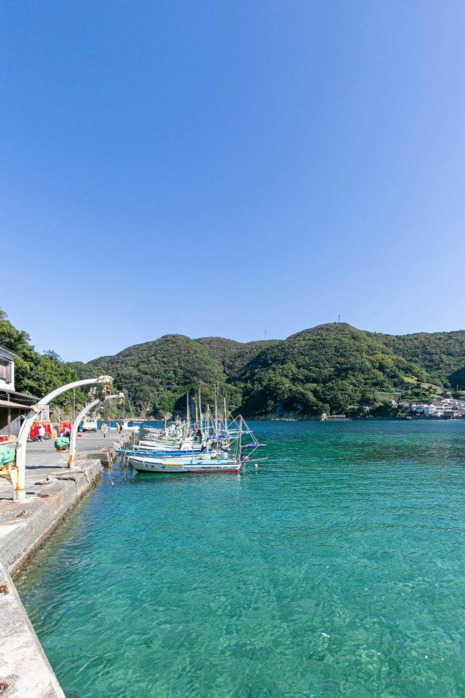 #松崎町 #松崎 #レトロ #自然 #西伊豆 #izu #伊豆元気旅 #いいね伊豆 #岩地港 #岩地海岸 #SUP #岩地海水浴場  今日は気持ちのよい秋晴れです。 美しい海に漁船がゆらゆら…のどかです。 岩地海岸ではSUPを楽しまれる方の姿もありました。 https://t.co/1Adp2CzSQV