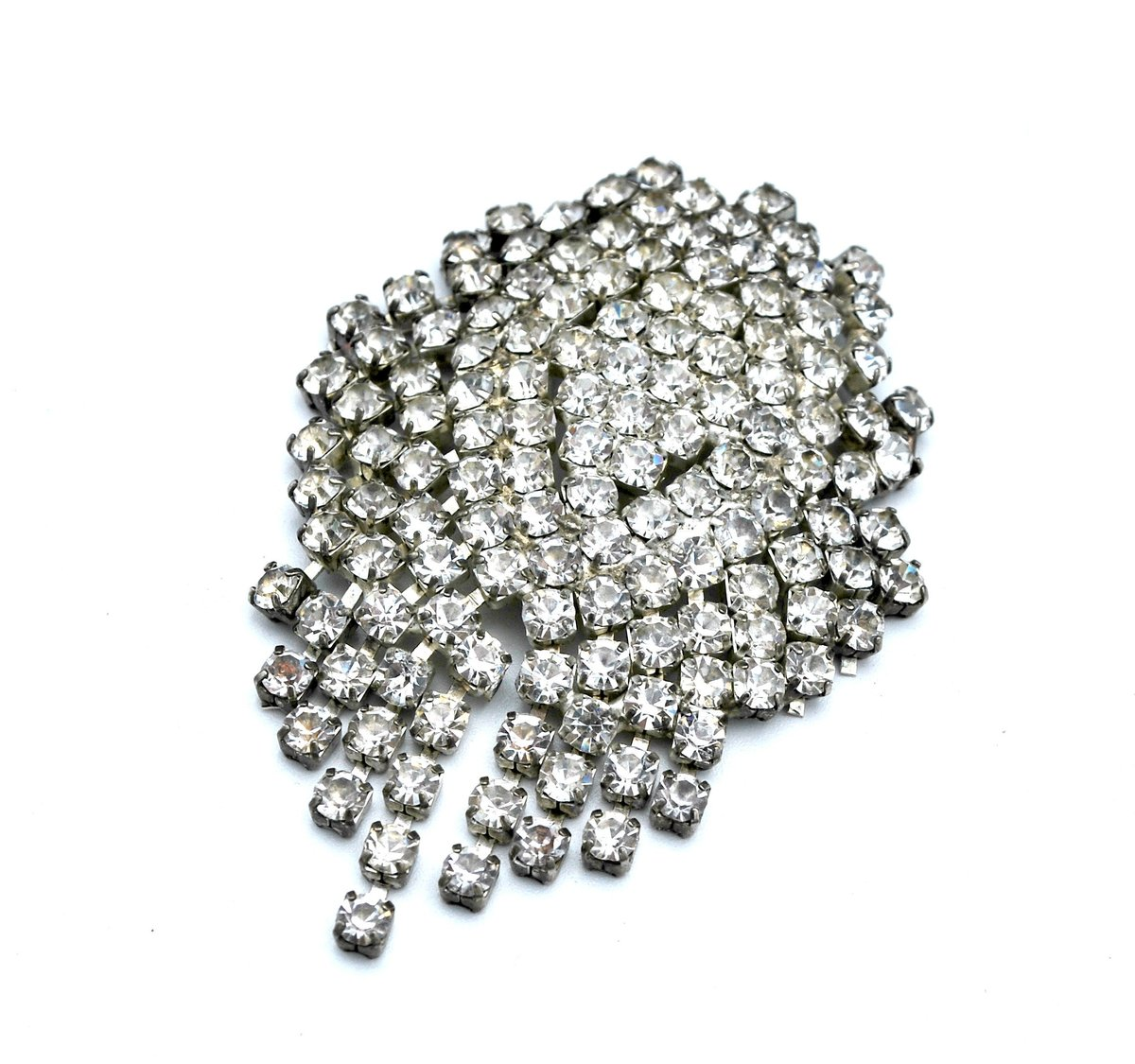 Excited to share the latest addition to my #etsy shop: Vintage clear rhinestone brooch dangle articulate crystal Mid Century pin https://t.co/g5t3id5x4E #clear #silver #midcentury #rhinestone #silvertone #pin #rhinestonebrooch #barbrooch #dangletassel https://t.co/rKYuhghvgX