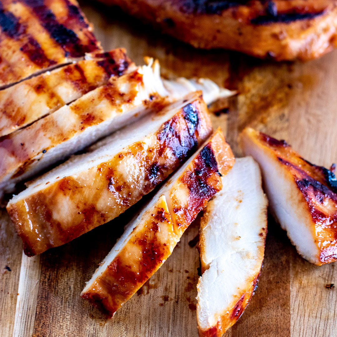 A super easy Teriyaki Marinade that makes chicken, pork, beef, or fish so flavorful, you are going to LOVE making and eating this recipe! #teriyaki #chicken #grilling #marinade https://t.co/92ZbG0WQ8D https://t.co/FW7tN8GaY6