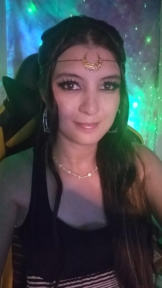 Live starting w/ #MarioKart8Deluxe w/ the community then other games, join me and hang out, all views/support is appreciated. 💕🌟   love wearing my crescent moon circlet 🌙  https://t.co/jc2KaqkyxR https://t.co/a9QjE0d131