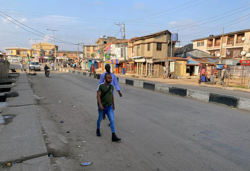 Nigeria's Lagos under 24-hour lockdown after protesters fired on https://t.co/NQUFQSNnvU https://t.co/GZkA6mWZqQ