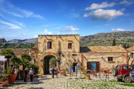 #blogsicilia Attorno al baglio del XVIII secolo si è sviluppato il suggestivo borgo di Scopello.