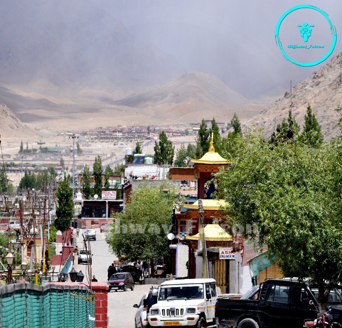Leh. #Ladakh #travel #Himalayas #mountains #IncredibleIndia #travelphotography #nature #photography #Wanderlust #adventure #HimachalPradesh #royalenfield #roadtrip #travelvlogger #landscape #NaturePhotography #WednesdayMotivation #highwayfalcon STAY HOME  STAY SAFE #COVID19 https://t.co/L9Z8xxwMyx