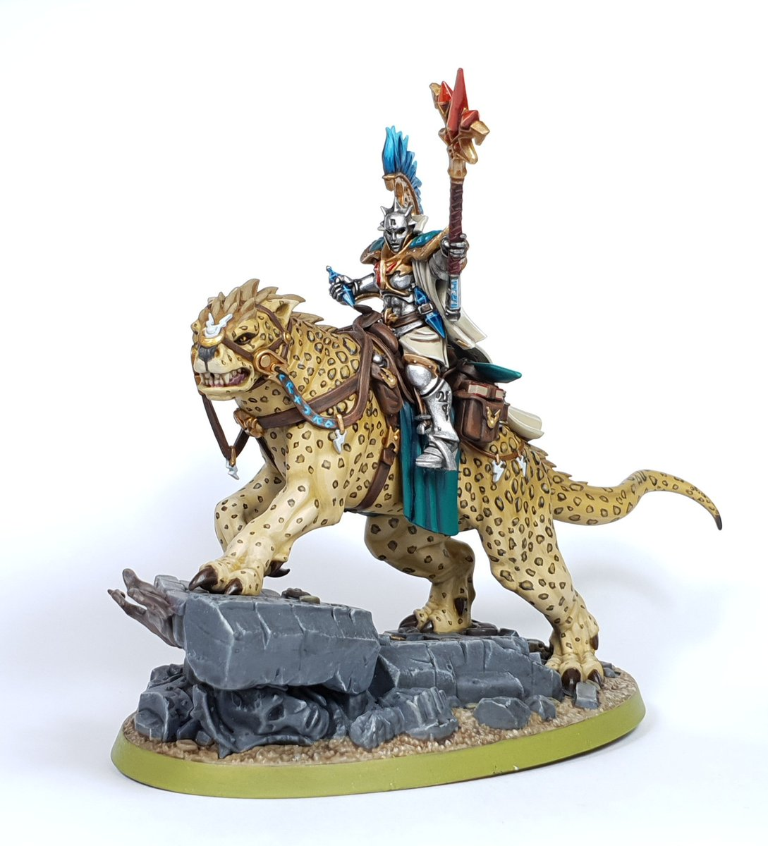#ThrowbackThursday this is still one of my favourite stormcast models.  Do you have a pride piece in your collection?  #ageofsigmar #aos #gamesworkshop  #paintingminis #painting #hobby #sharethehobbylove  #paintingwarhammer #warhammercommunity #arylicpainting https://t.co/6f0f4lfwbd