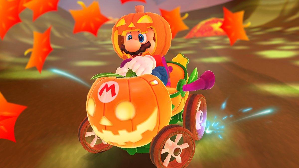 test ツイッターメディア - 怪しく灯るカボチャをかぶり、ハロウィンの仮装をしたマリオが新登場!  カボチャのランタンのような新マシン「ランランタン」に乗り、秋の森を駆け抜ける!  #マリオカートツアー https://t.co/PxuYB1fRKT