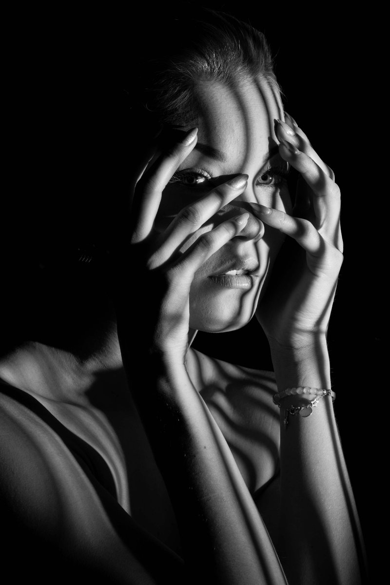 Fotoshooting in meinem Studio.  #portrait #pursuitofportraits #ig #lifeportraits #portraitinspiration #retoucher #portraitpage #foto4everofficial #fashionphotoshoot #portraitfestival #dslr #portraitgallery #discoverportrait #skinretouch #theartconvict #sareefashion https://t.co/oByuLQW7cw