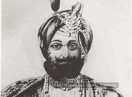A teenager who fought invaders to protect his motherland & grew up among those invaders. Conquerer of Pashtuns, Baltis, & Tibetans. Liberator of Duggar Desh, Uniter of squabbling kingdoms of J&K.  Remembering Maharaja Gulab Singh ji Jamwal on his birth Anniversary. #1RupeePerHead https://t.co/MR3bg681xW