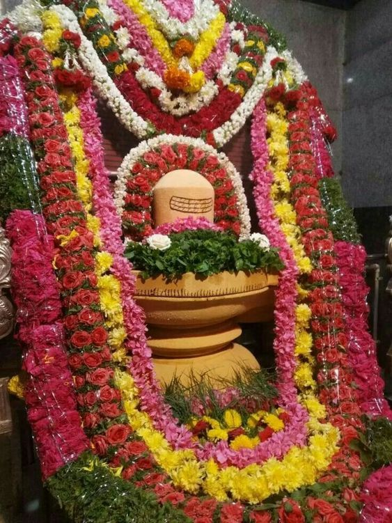 Photo Credit: Kanhaji from Pinterest ( https://t.co/SMFIk6UvZC ) May Lord Shiva bless all of us 🤗. #namastegod #shiva #lordshiva #kedarnath #kashi #hindu #haraharamahadev #mahadev_har #jyotirlinga #linga #somanath #somnath #mallikarjuna #mahakaleshwar #omkareshwar #vaidyanath https://t.co/HaHp4m7bSL