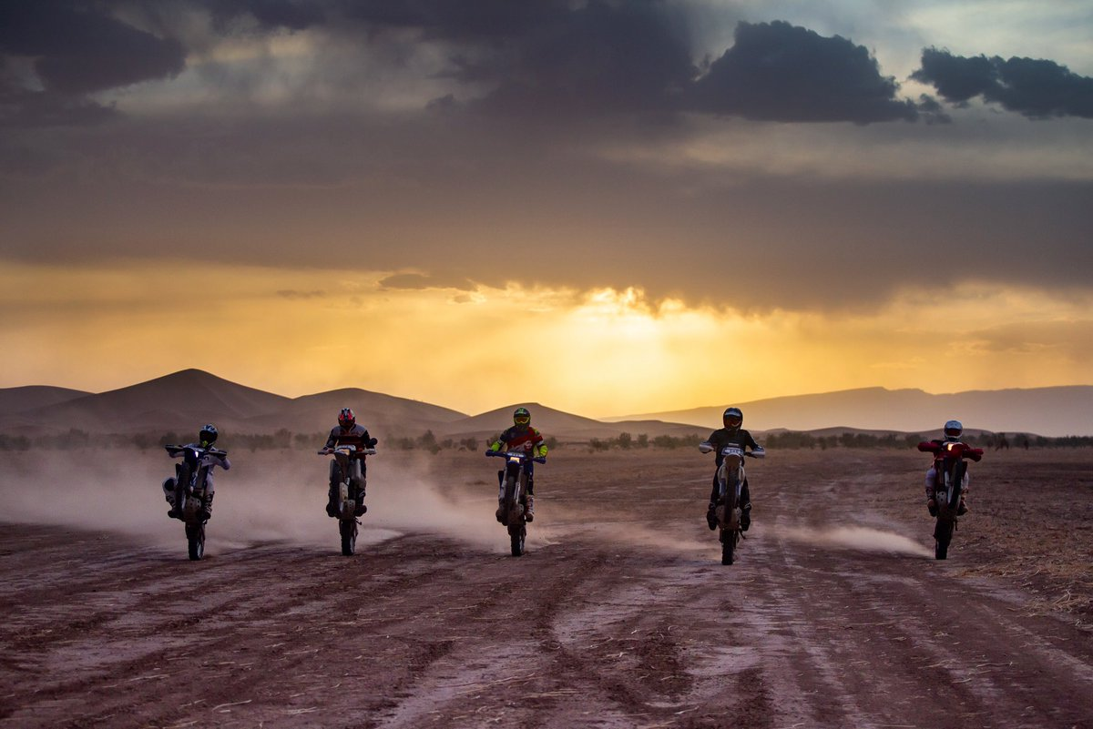Let's ride together until the sun goes down🌅🔥  #Sandraiders #Sandraiders2021 #Classicmotorcycles #aventure #trail #bigtrail #trailadventure #Maroc #tracks #desert #dunes #route #Navigation #dakarianspirit #experience #stages #Amazing #sand #raid #rally #trip #travel #rallybike https://t.co/iaMIpYrwsm