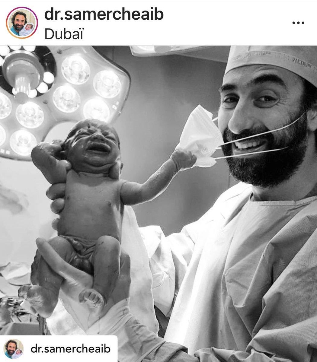 Photo insolite publiée par un  gynécologue libanais de Dubaï sur son compte Instagram #coronavirus #naissance #masque https://t.co/4OpA8C0QIE