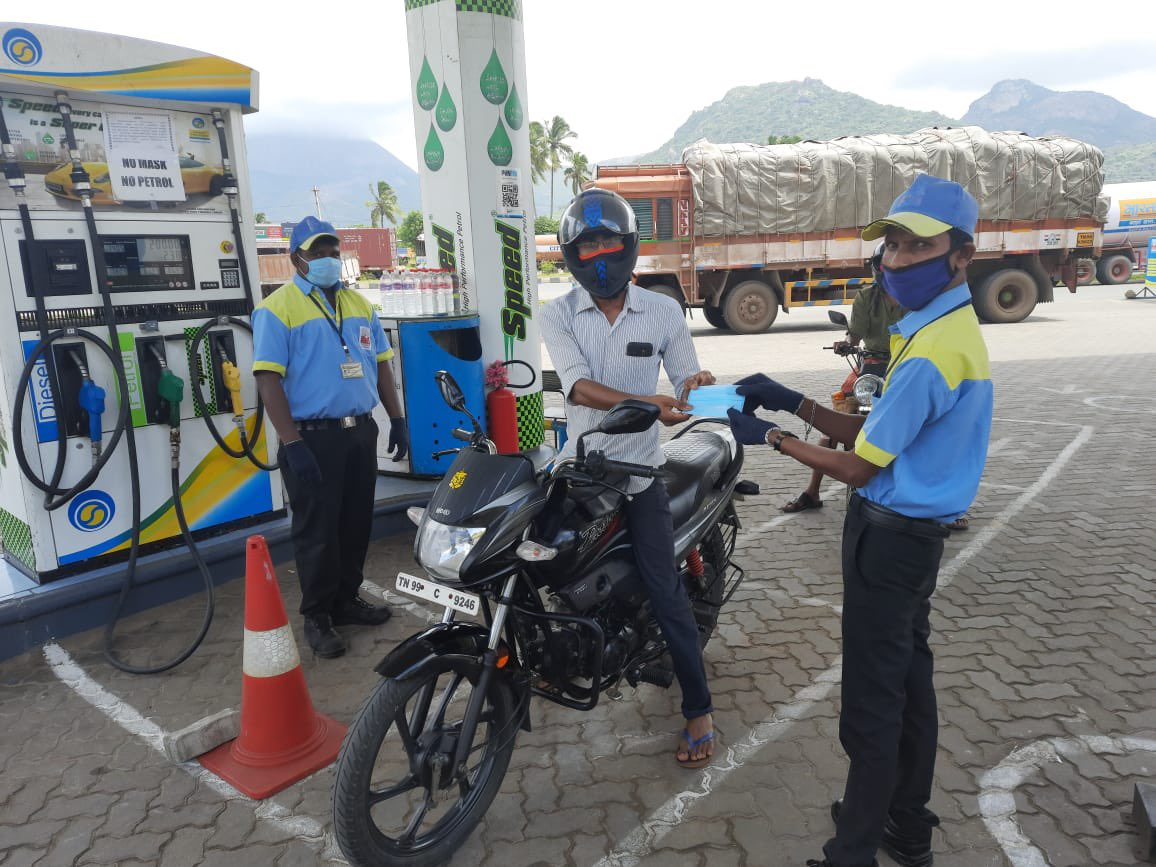 @CbeRetailBpcl Making the #janandolan reach masses by distributing mask and making sanitizers available at the forecourts. #Unite2FightCorona Imbibing #covidappropriate behavior. @BPCLimited @BPCLRetail https://t.co/XAPDFDSILA
