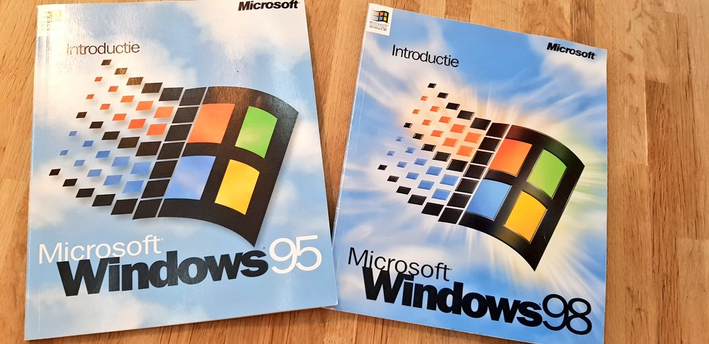 It's not really #ThrowbackThursday yet, but here are some manuals I recently found back. https://t.co/XdAHBG81gQ