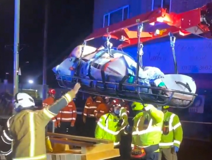 50st/700lb/318kg man hoisted out of flat by crane for #medical treatment https://t.co/aQ349S3v3F #Fire #Paramedic #Ambulance #Nursing #Police #Firefighters #NHS #Hospital #Rescue #Patient #BariatricTraining #Extrication #RTC #HART #Obesity #MSD #Bariatric #SAR #WLS https://t.co/CXneUEMkXt