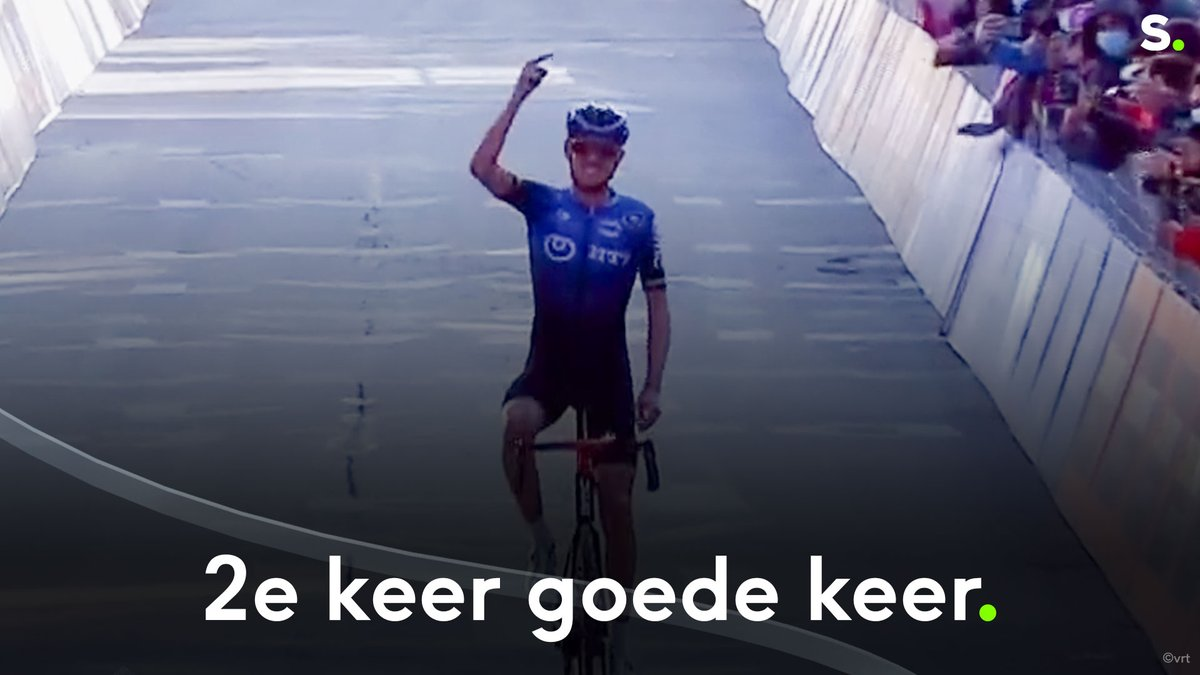 Ben O'Connor werd gisteren nog geklopt door Jan Tratnik maar vandaag probeerde hij het gewoon opnieuw, en met succes! @DeGendtThomas was ook mee in de vlucht en is derde. #Giro103   https://t.co/TuCCqx8rI7 https://t.co/c1JIaWkbSc