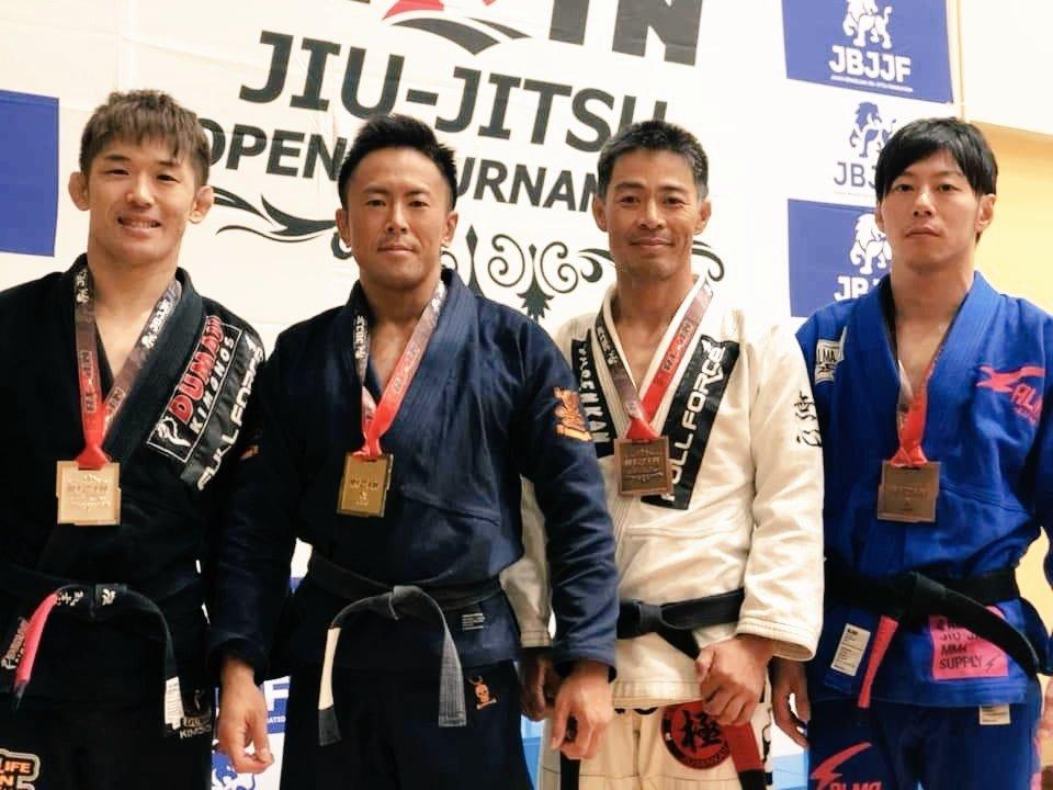 二年前。決勝戦まで進んで吉岡さんに負ける、を4回ぐらい経験してる。 IBJJFマスター1世界王者🥇 強い👹 #BJJ #柔術 https://t.co/LQWvGipYlI
