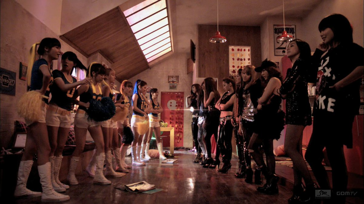 You know what!? Same energy!! but I like it, light vs dark #TWICE #SNSD #ICANTSTOPME #OH #트와이스 #소녀시대 #light #dark #good #evil https://t.co/oNx9RnTlGJ