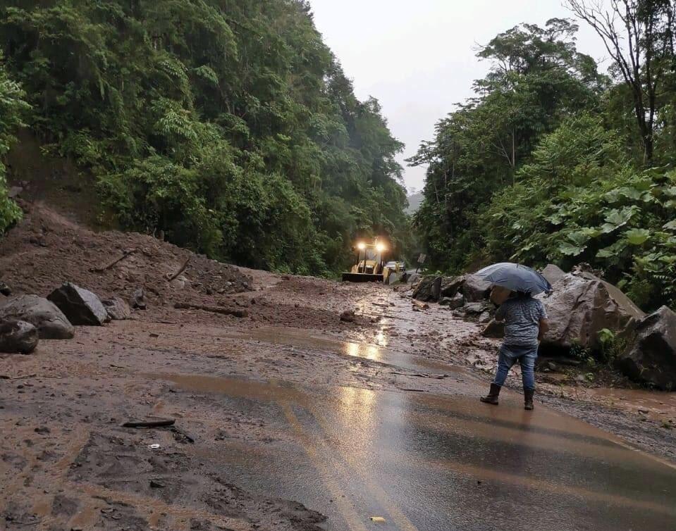 #EnDesarrollo Paso por Interamericana Sur está cerrado por deslizamiento en el kilómetro 117 #NM935 https://t.co/xY8vsfK7uo