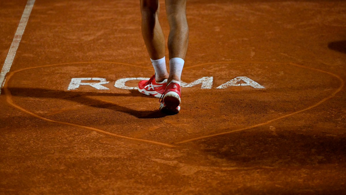 ❤️ L'amore è nell'aria... ma anche sulla terra rossa!  @DjokerNole   #tennis https://t.co/nWAOuele6T