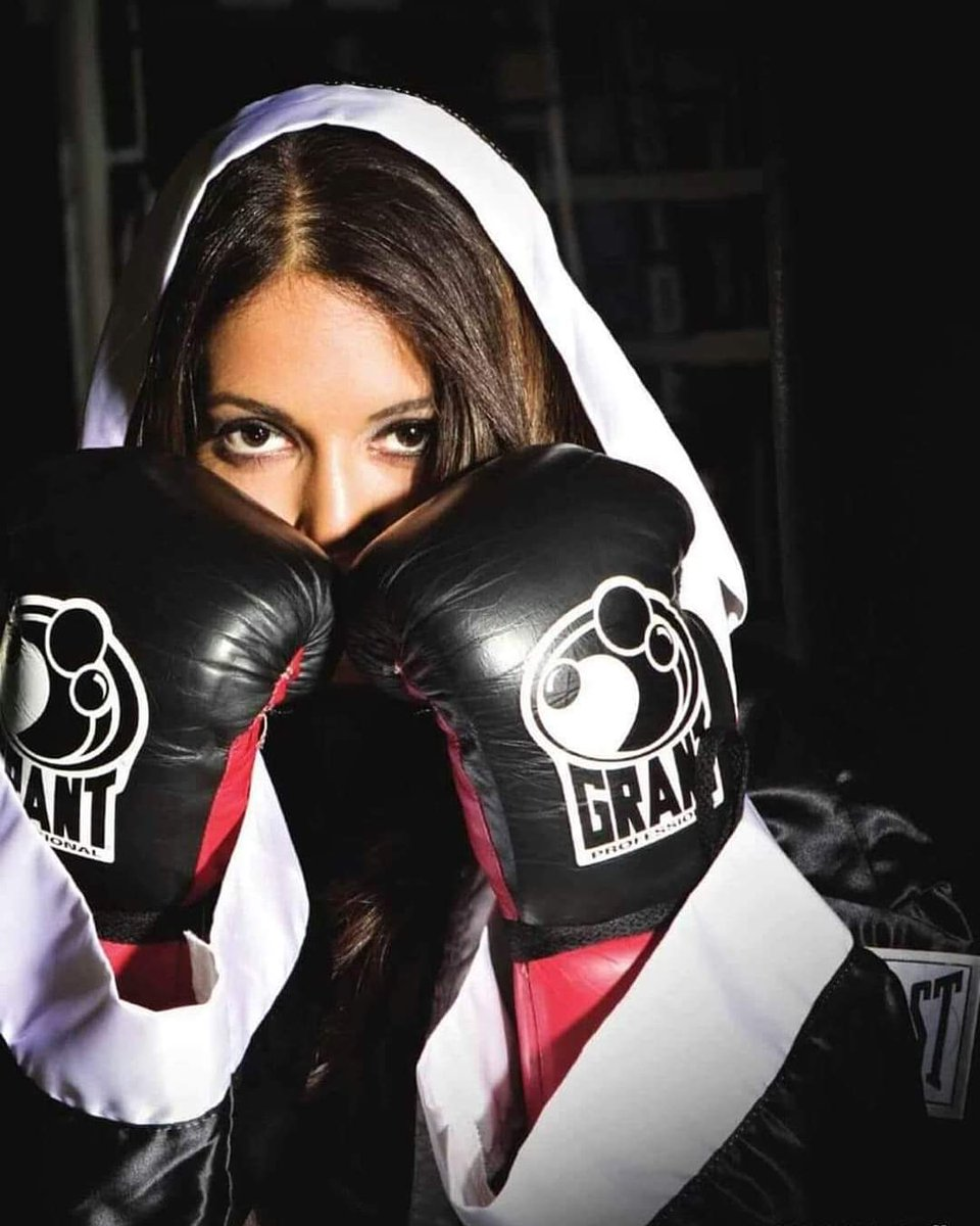 Champions are not those who never fail, they are those who never quit.   Not everyone will understand your journey. That's OK. You're here to live your life, not to make everyone understand.   #promotions #fitness #athlete #champion #boxeo #boxing #box #woman #promote #ringside https://t.co/040oqixB83