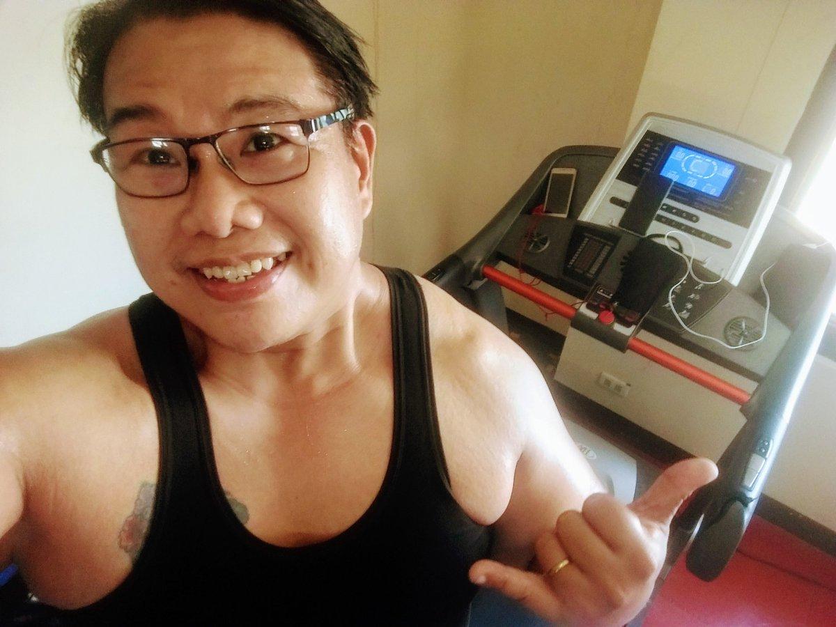 #smile #selfie #zumba #noexcuses #exercise #workout #HealthyAtHome #fitness #gymtime #weighttraining #weightloss#beastmode #friends  #coronavirus #virtualclass #love #lakers #lakeshow #goodvibes #SocialDistancing #Quarantine #WeHealAsOne #FlattenTheCurve #zumbezties https://t.co/b1xhvYKBeu