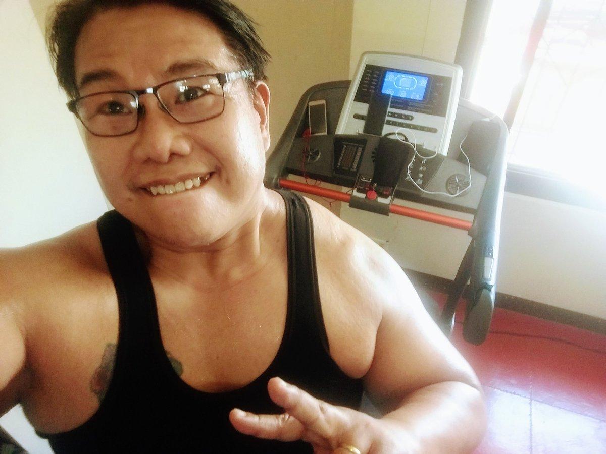 #smile #selfie #zumba #noexcuses #exercise #workout #HealthyAtHome #fitness #gymtime #weighttraining #weightloss#beastmode #friends  #coronavirus #virtualclass #love #lakers #lakeshow #goodvibes #SocialDistancing #Quarantine #WeHealAsOne #FlattenTheCurve #zumbezties https://t.co/VV8LBWM98F